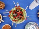 involtini di zucchine marinate agrodolci e spiedini di olive e pomodorini